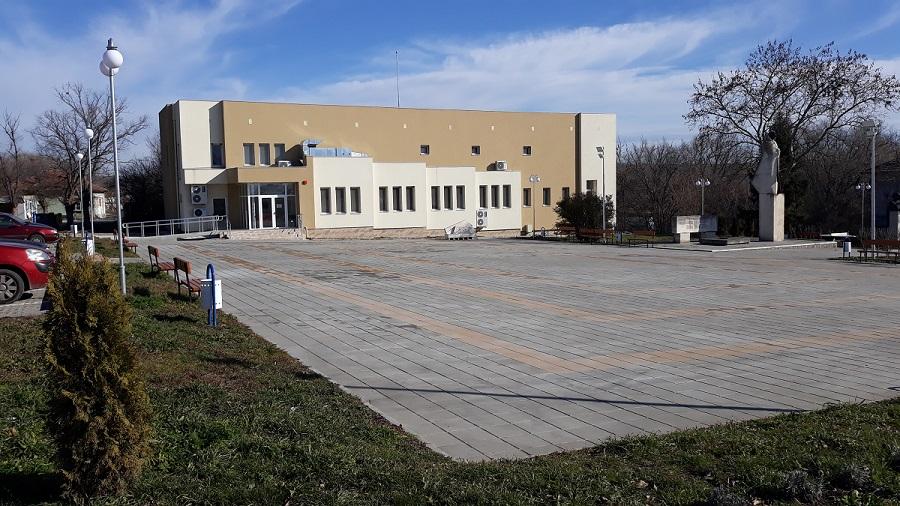 Площад с. Калчево